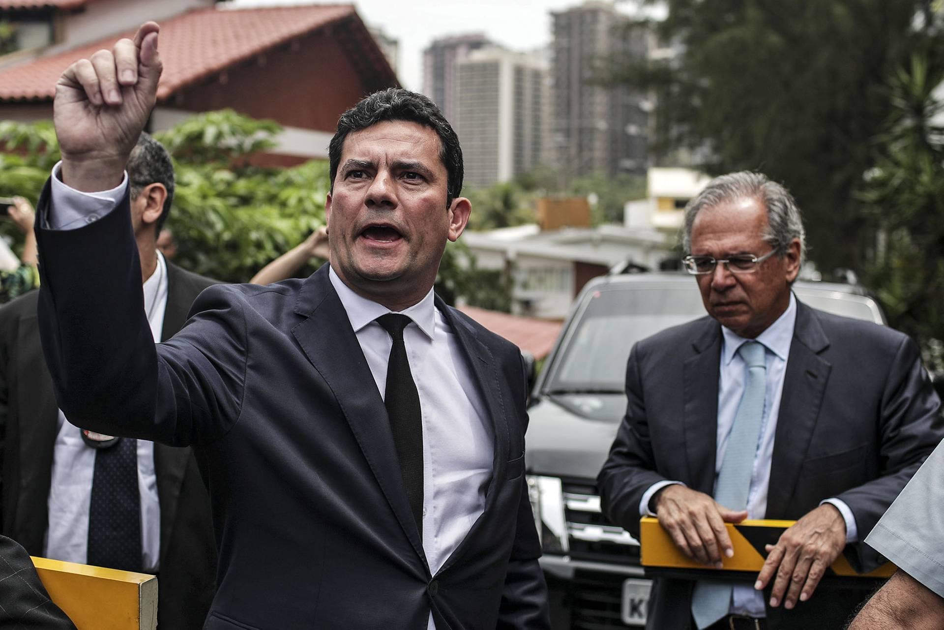Бразильський суддя Серджіо Мору (ліворуч) перед зустріччю з новообраним президентом Жаїром Болсонару в Ріо-де-Жанейро, Бразилія, 1 листопада 2018 року