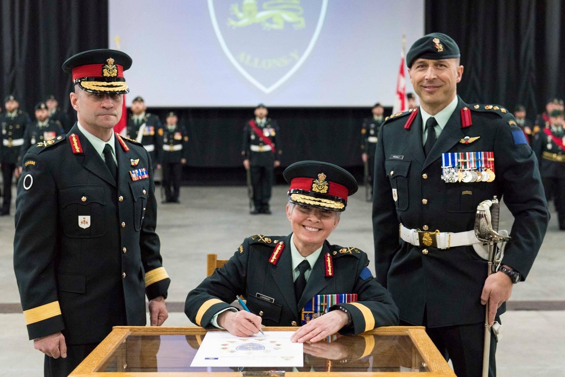 Бригадна генералка Збройних Сил Канади Дженні Каріньян (в центрі), 16 лютого 2019 року