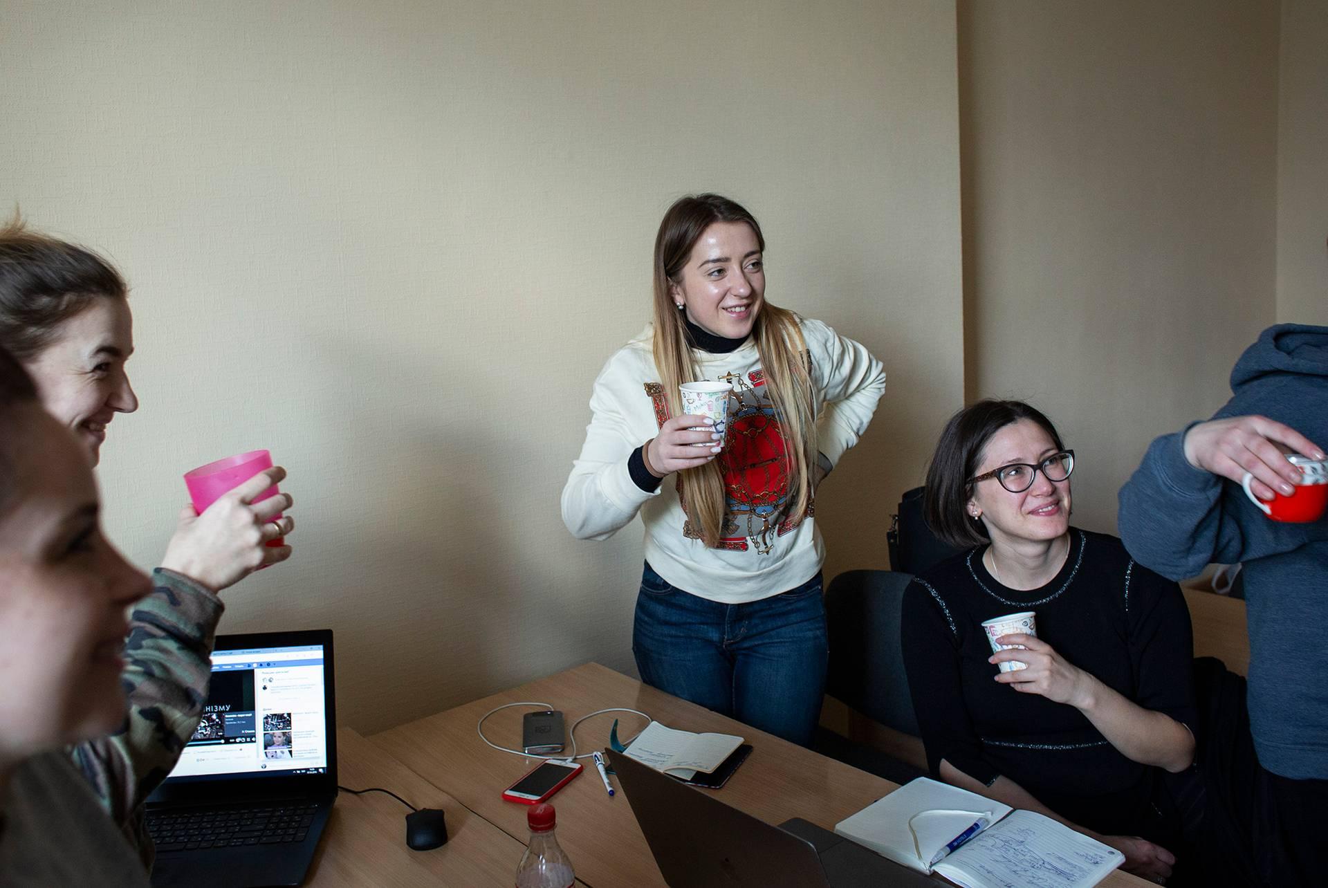 Галина Клемпоуз (в центрі) на зустрічі Жіночого ветеранського руху, Київ, 7 березня 2019 року