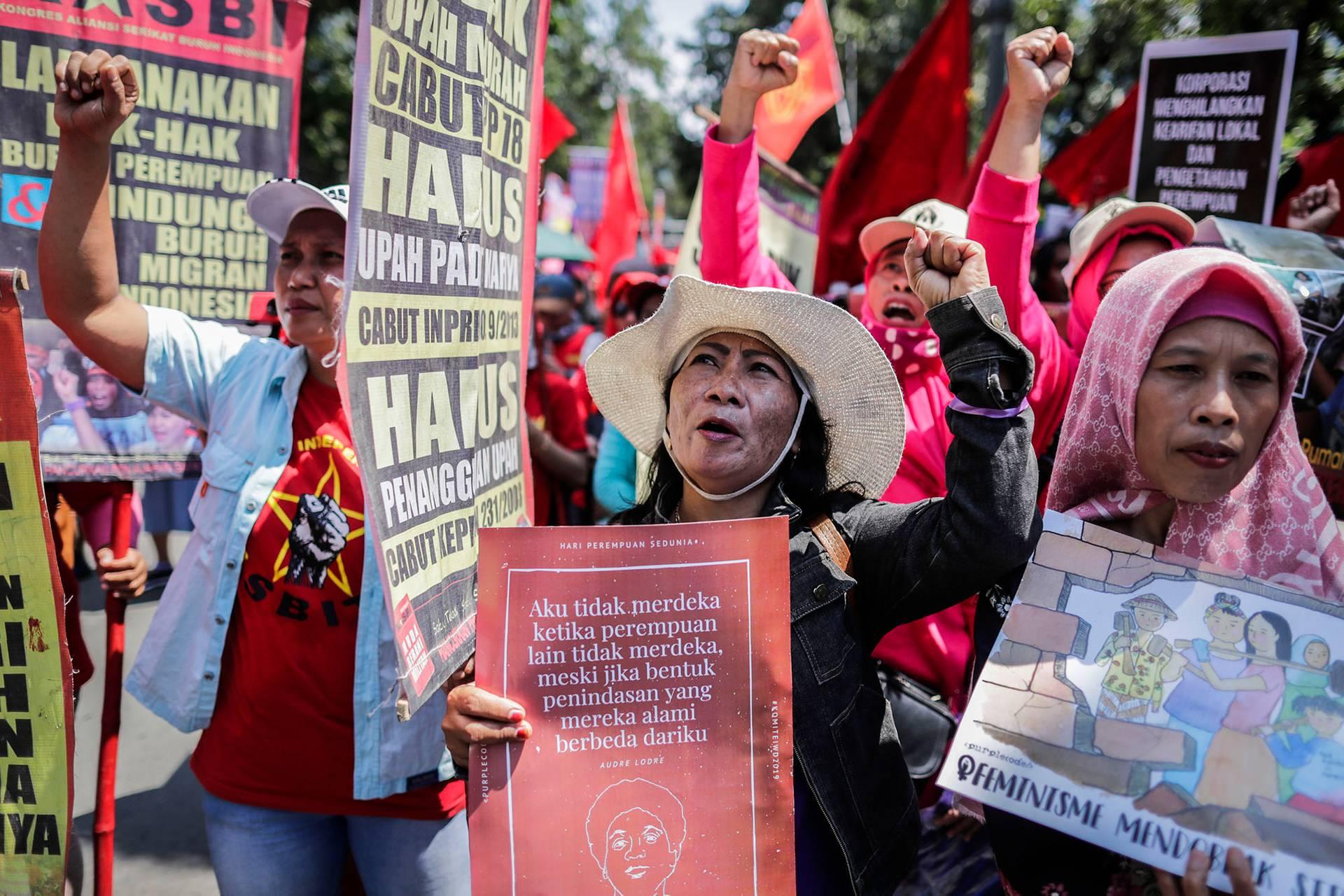 Жінки беруть участь у демонстрації з нагоди Міжнародного дня захисту прав жінок в Джакарті, Індонезія, 8 березня 2019 року
