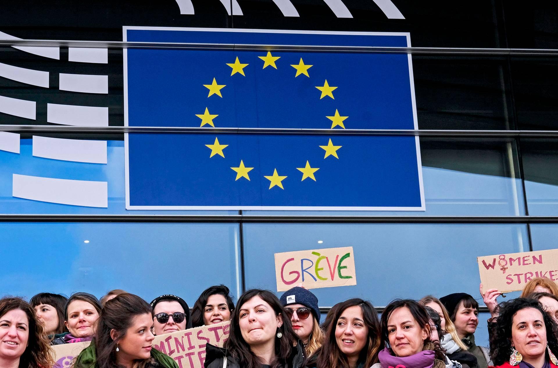 Жіночий страйк біля головного входу до будівлі Європарламенту в Брюсселі, Бельгія, 8 березня 2019 року
