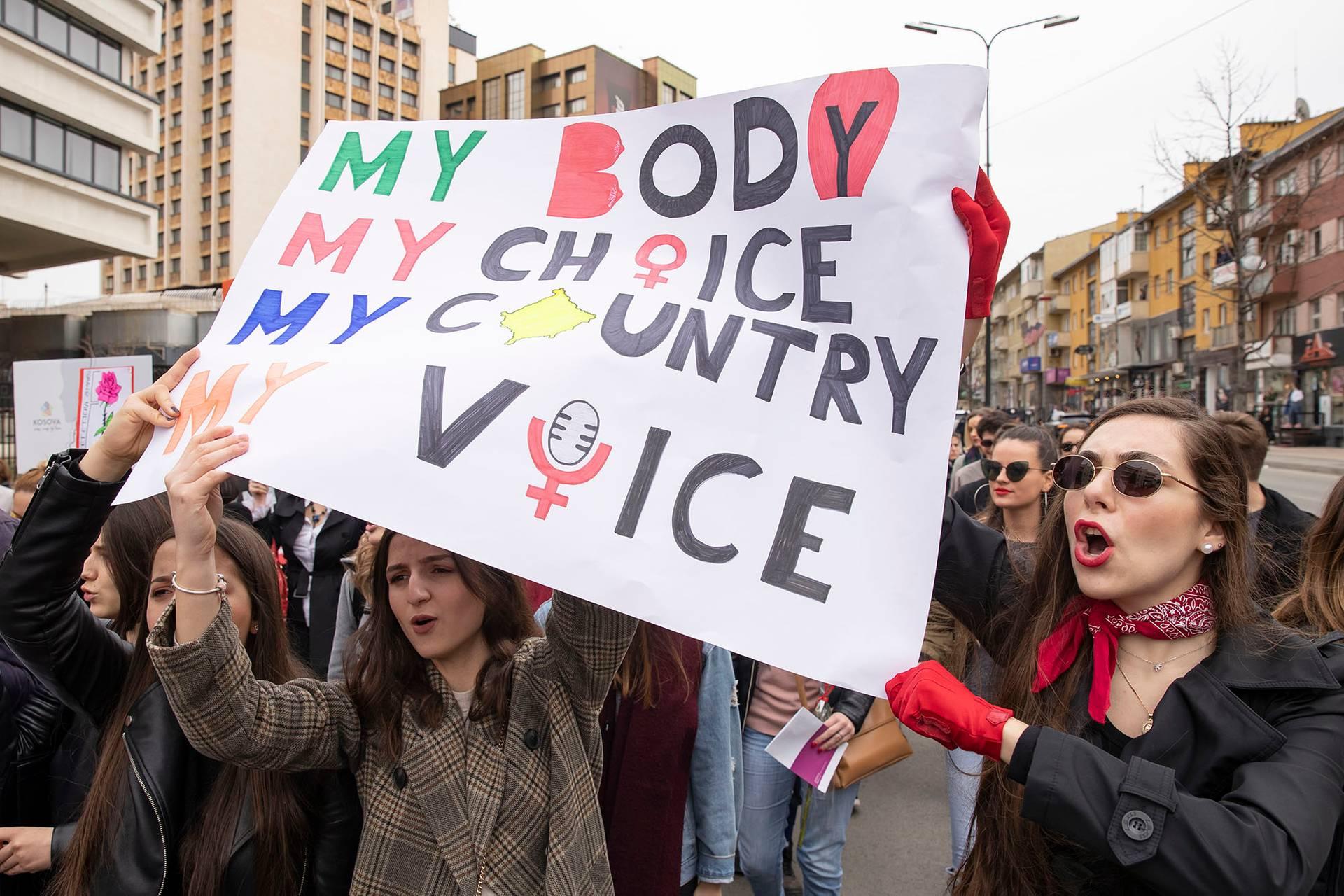 Марш з нагоди Міжнародного дня захисту прав жінок у Приштині, Косово, 8 березня 2019 року