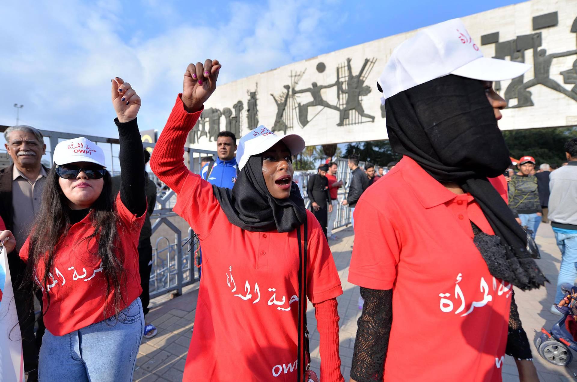 Іракські жінки взяли участь у демонстрації з нагоди Міжнародного дня захисту прав жінок на площі Тахрір у центрі Багдада, Ірак, 8 березня 2019 року. Активістки закликали іракський уряд підтримати і сприяти дотриманню правам іракських жінок