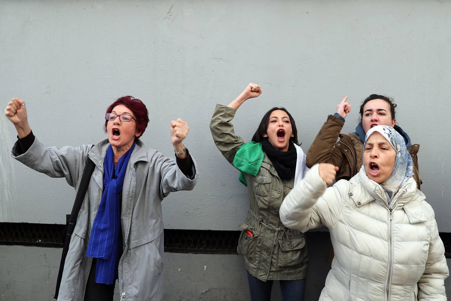 Жінки-протестувальниці вигукують гасла на вулиці в Алжирі, Алжир, 22 лютого 2019 року