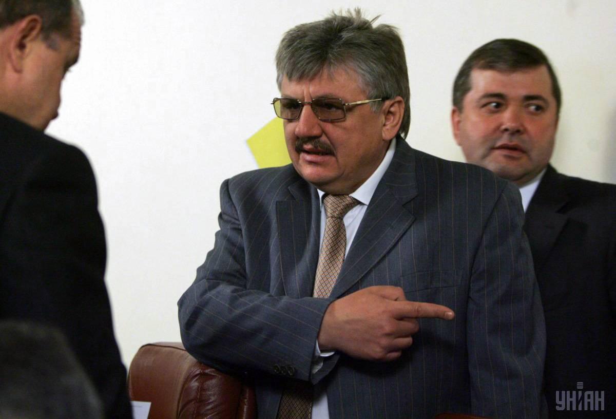 Віце-прем'єр-міністр України Володимир Сивкович (в центрі) перед початком засідання Кабінету міністрів України, Київ, 5 травня 2010 року