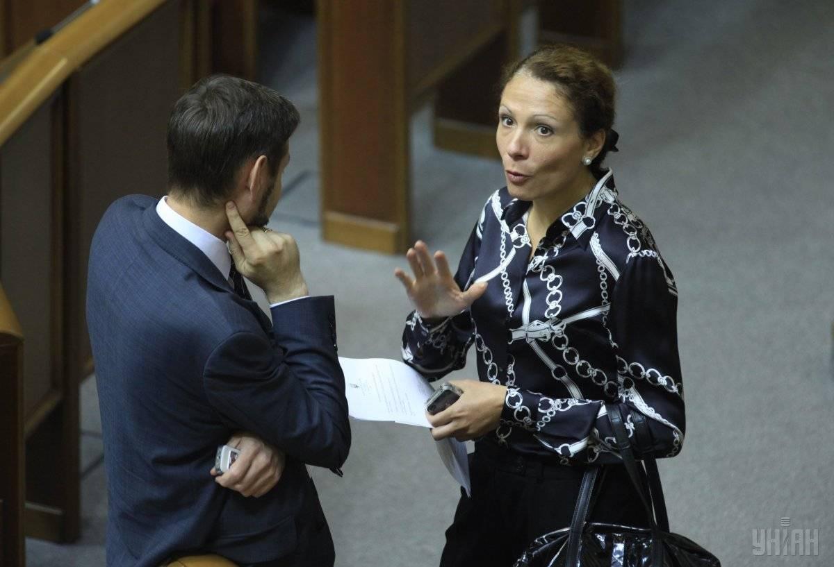 Народна депутатка від «Партії регіонів» Юлія Льовочкіна (праворуч) в залі засідань Верховної ради, Київ, 18 вересня 2012 року