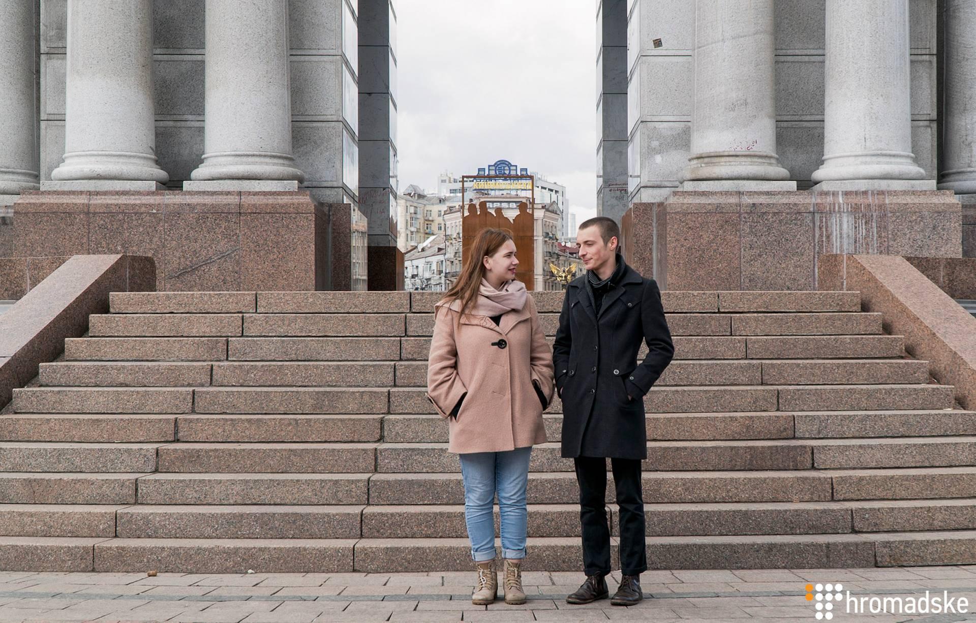 Волонтерка благодійної організації «Молодь за мир» Діана Кравченко (ліворуч) та співзасновник молодіжної організації «TEENERGIZER!» Данило Столбунов, Київ, 11 березня 2019 року