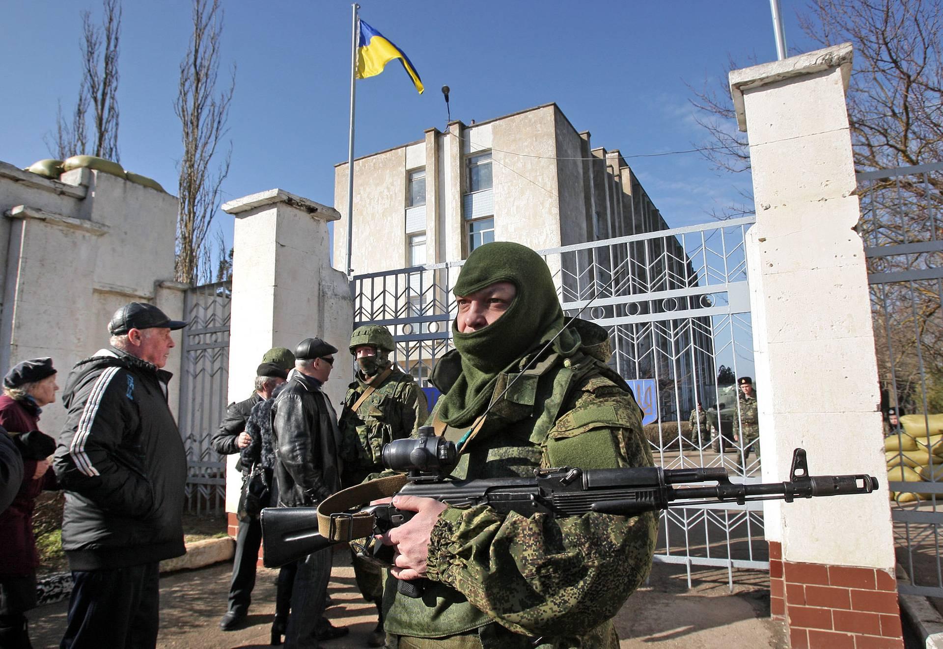 Заблокована росіянами українська військова частина у Новоозерному, Крим, 3 березня 2014 року