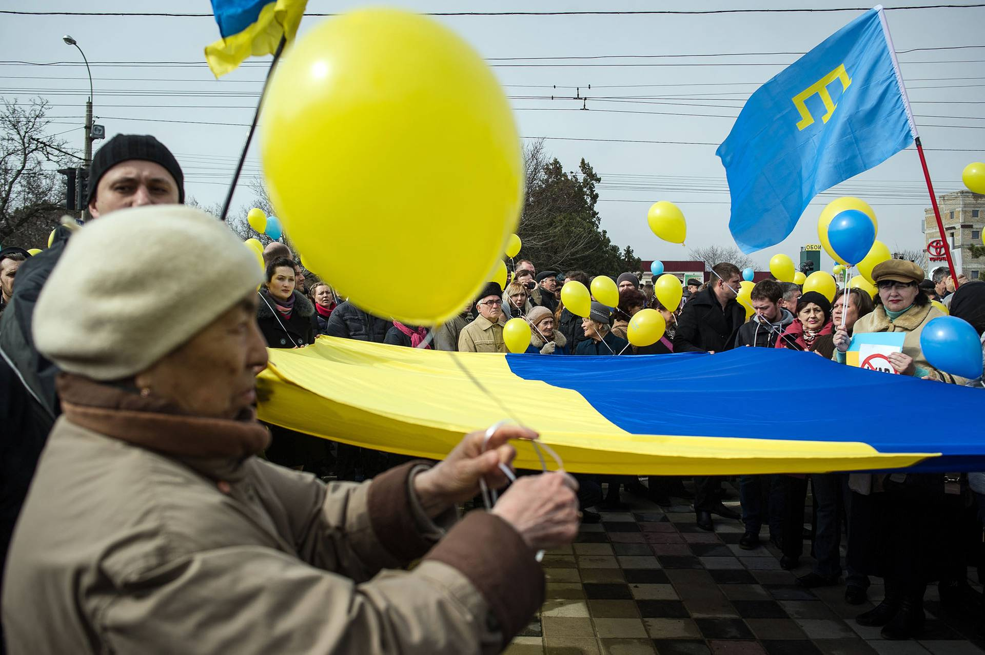 Проукраїнський великий мітинг в Сімферополі біля пам'ятника Тарасу Шевченку в день народження поета, Крим, 9 березня 2014 року