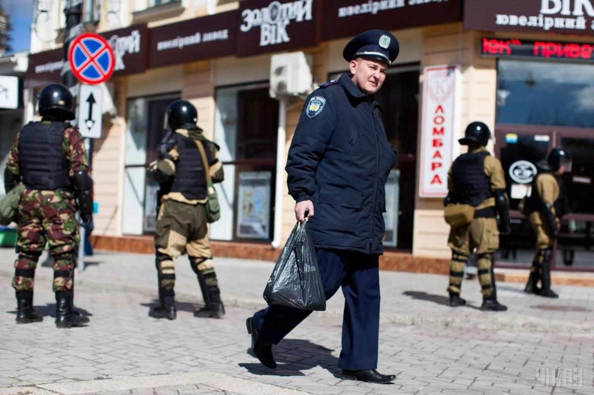Озброєні російські військові на вулицях Сімферополя, Крим, 17 березня 2014 року