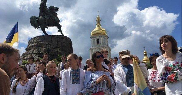 У Києві відбувся «Мегамарш вишиванок»  15d7f5b90ef9b