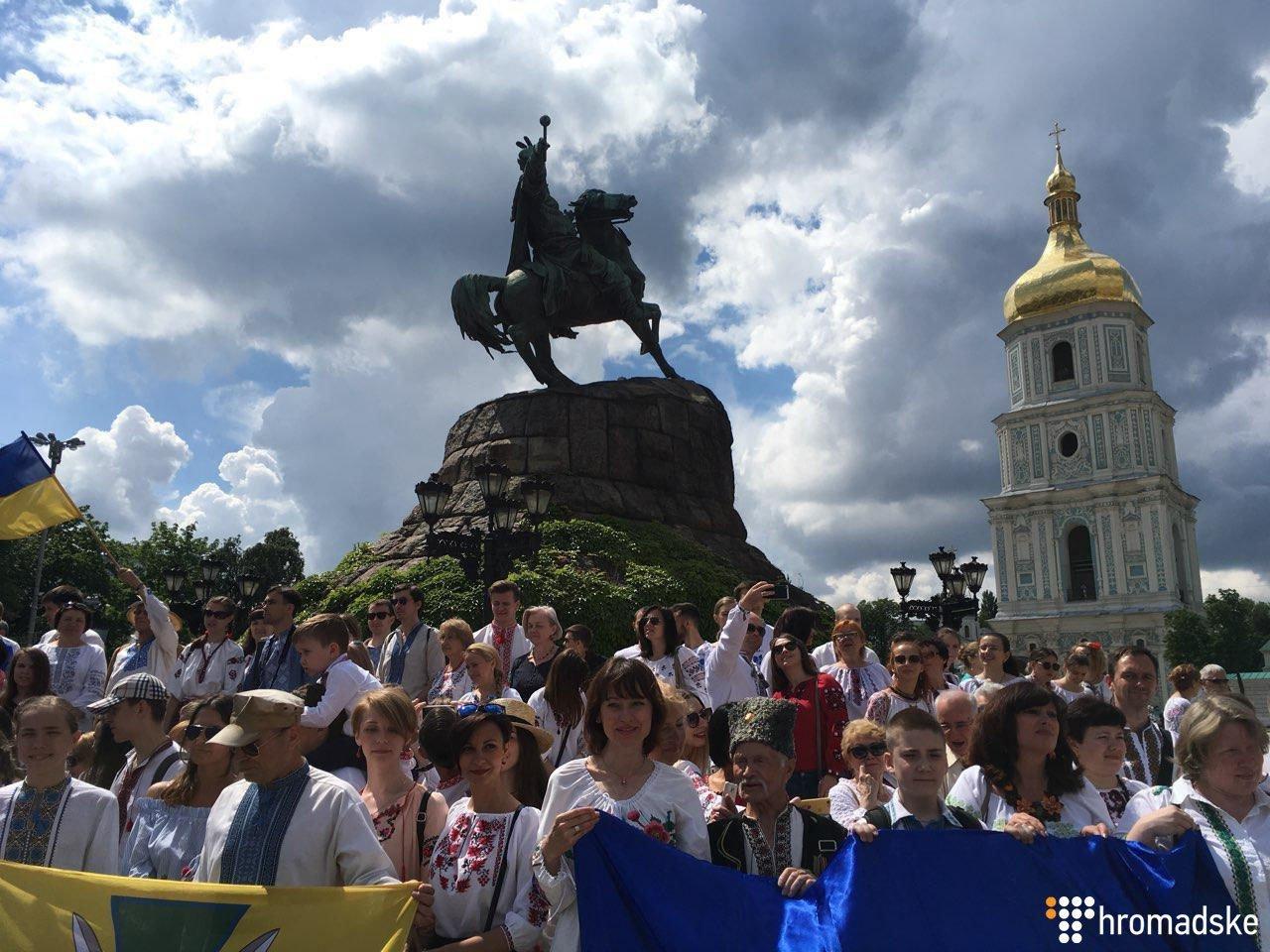 Світ У Києві відбувся «Мегамарш вишиванок». Поділитись. Зберегти. Вигляд.  lead f2e1c1eb046f0