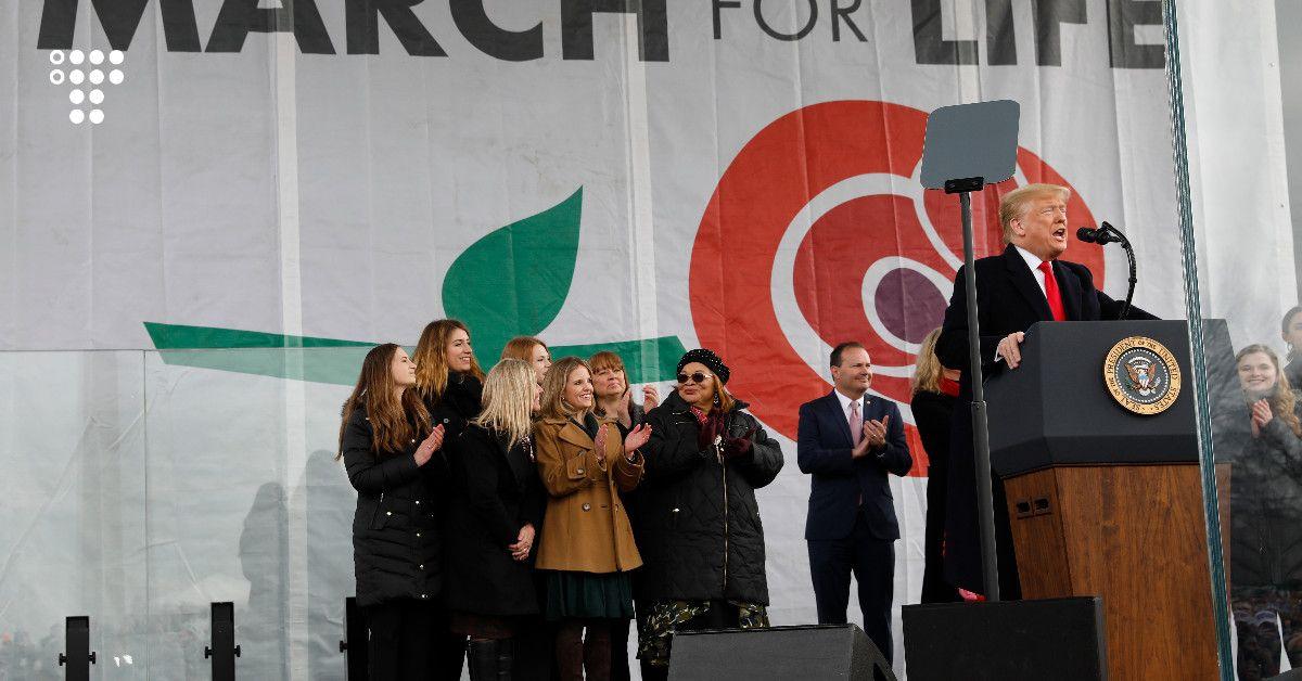 Президент США вперше в історії взяв участь у марші проти абортів