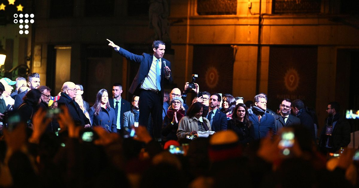 Венесуельці в Іспанії організували акцію на підтримку лідера опозиції Гуайдо — він теж прийшов