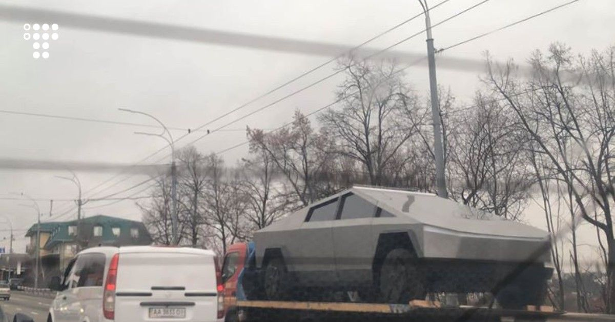 В Києві побачили Tesla Cybertruck. Але вона несправжня