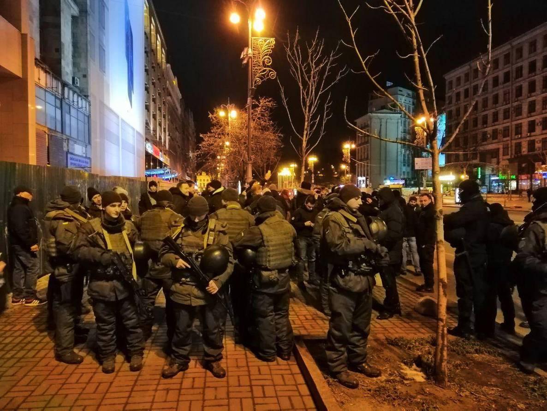Між С14 та поліцією сталися сутички через відкриття кафе в Будинку  профспілок 6c2b6e38ea751