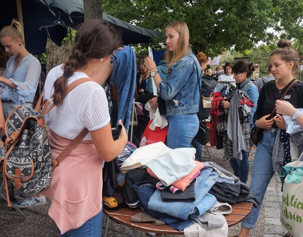 """Beim Kleidertauschevent - """"Upcycle your Style"""" mithelfen"""