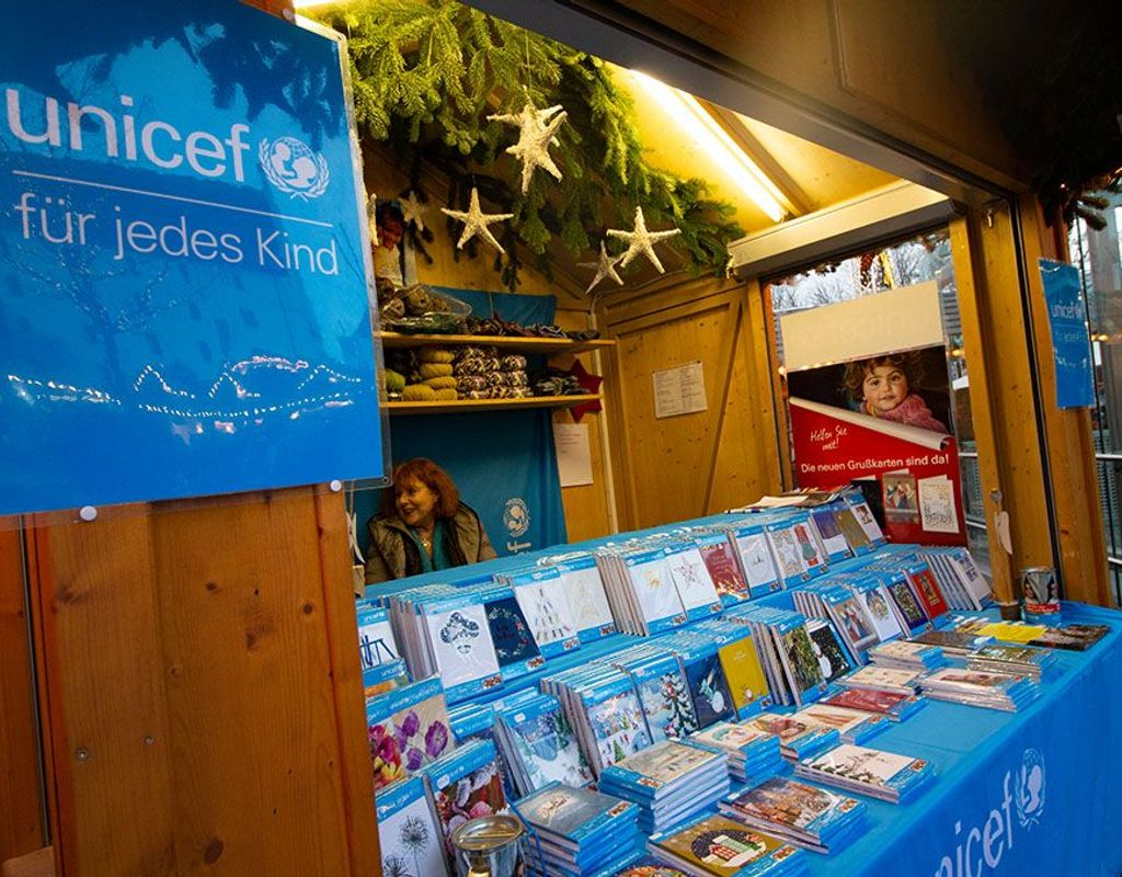 UNICEF-Grußkartenverkauf auf dem Weihnachtsmarkt