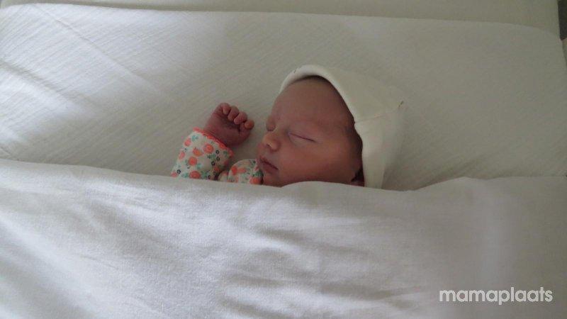 Slapen zonder baby op je buik mamaplaats for Baby op zij slapen kussen