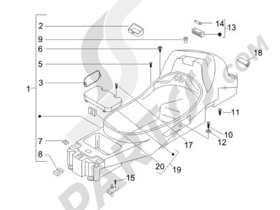 Piaggio X8 400 ie (Euro 3) (UK) 2006-2008 Logement casque - Dessous de selle