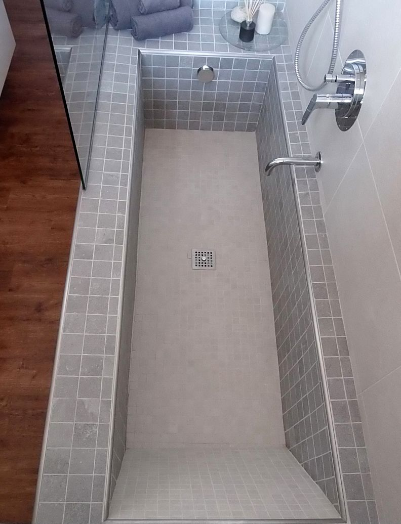bathtub and stand