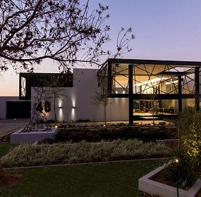 House Ber by Nico van der Meulen Architects