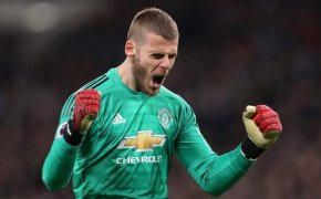 Manchester United take closer look at Aston Villa goalkeeper