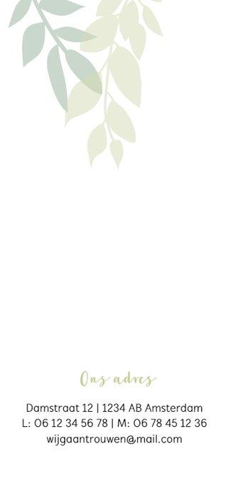 Staande trouwkaart met groene takjes 2