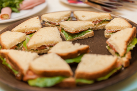 Бутерброды и сендвичи в детском клубе Канарейка