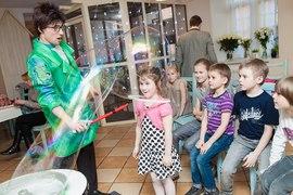 Какие чудеса! Какие пузыри! Аниматор удивляет малышей в садике Канарейка