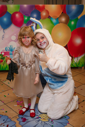 Аниматор Кролик и его гости в детском клубе Канарейка