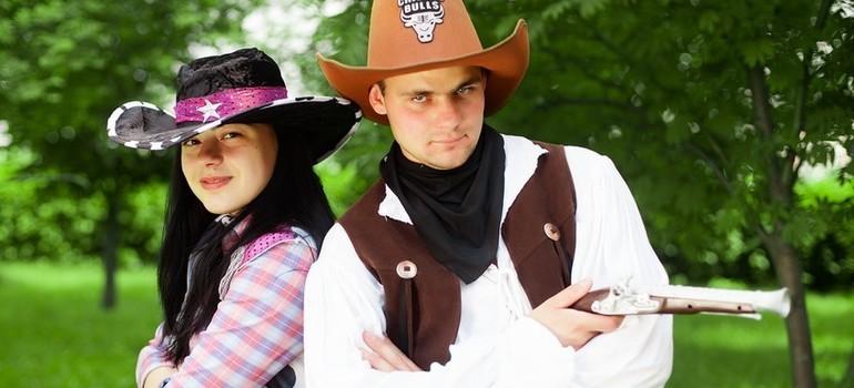 Ковбойша с ковбоем