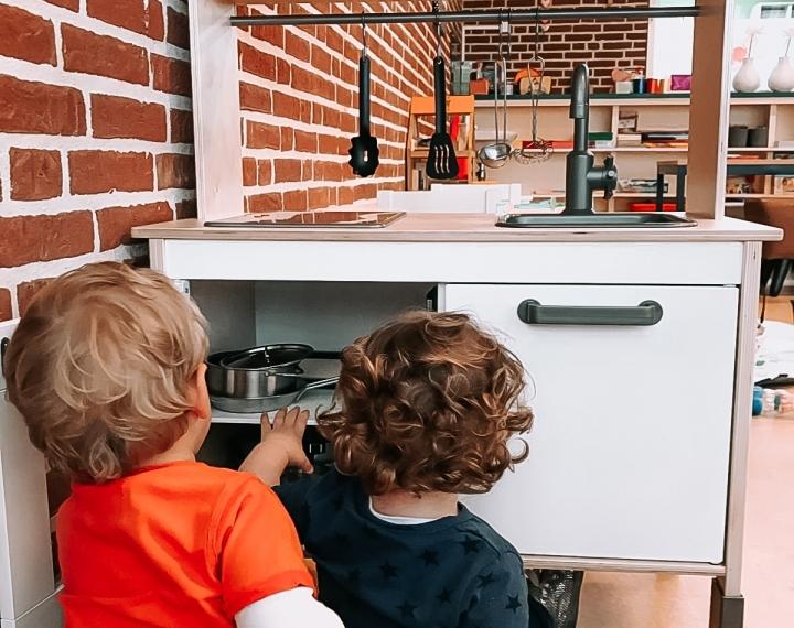 2 kids bij keuken