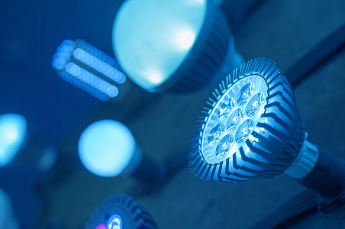 lichtanteil-blau-led-licht-gesundheitssch-dlich-augen-arbeit-monitor