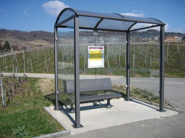 Buswartehalle Malta mit Seitenverglasungen