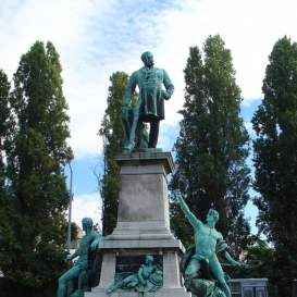 Baross Gábor szobra