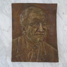 Dr. Gunther Tamás