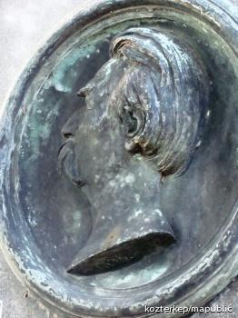 Hölzl Szeráf Ferenc síremléke