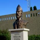 Szent Miklós püspök mellszobra