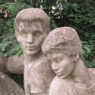 Kétfigurás parkdíszítő-szobor