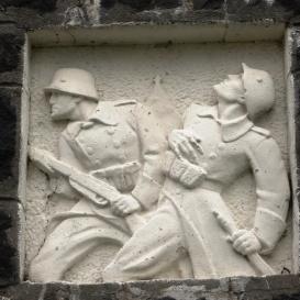 I. világháborús emlékmű és Országzászló