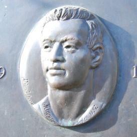 Bauer Rudolf domborműves emléktáblája