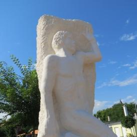Az 1956-os forradalom és szabadságharc hőseinek emlékműve
