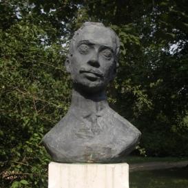 Krúdy Gyula szobra