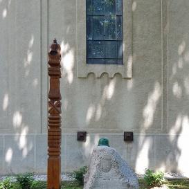 Kopjafa a doni hősi halottak és áldozatok emlékére