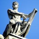 A Néprajzi Múzeum homlokzati szobrai: Törvényt adó