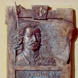 Rákóczi Ferenc domborműves emléktáblája