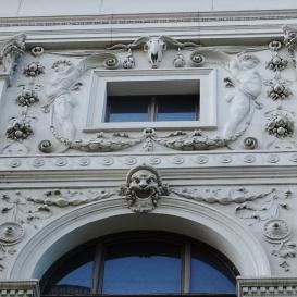 Az egykori Terézvárosi Casino bálterem-oldali homlokzatának domborművei