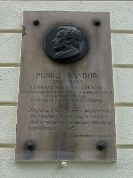 Puskin Sándor domborműves emléktábla