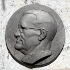 Tóth László síremléke